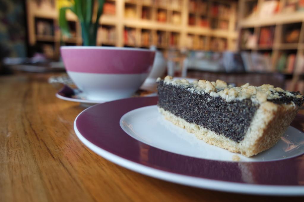 Kaffee, Kuchen und Bücher - das Konzept geht im Bukafski auf