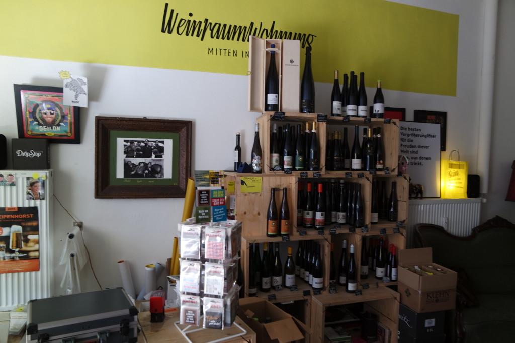 Eine tolle Auswahl an Weinen, Sekten, Schnäpsen und Bränden - aber auch Accessoires und Einrichtungsgegenständen gibt es in der Weinraumwohnung.