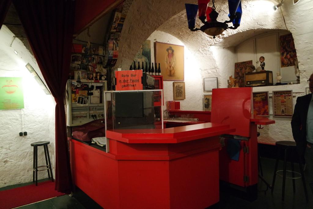 """Die rote Bar im """"Unterhaus im Unterhaus"""""""