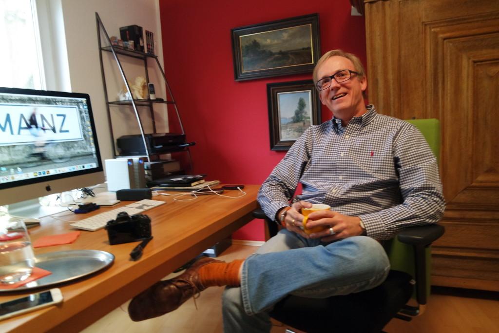 Ein Arbeitsplatz des Fotografen ist auch immer der Schreibtisch.