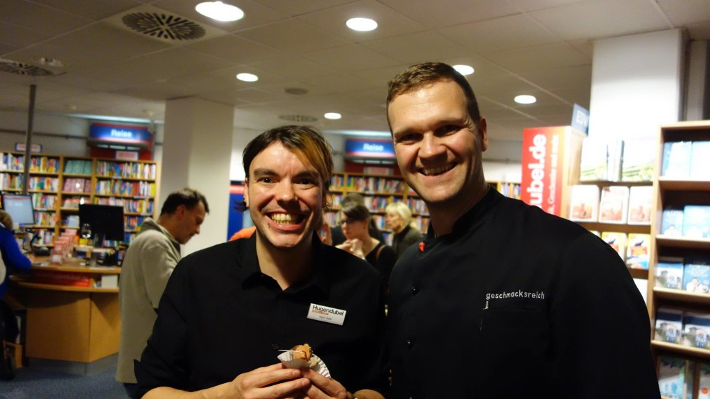 Auch an Bord. Organisator Thomas Volk und Koch und Autor Bastian Foerg.