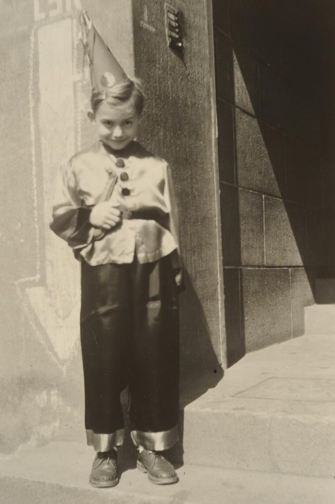 Närrische Sozialisation in Mainz, derr Buchautor als junger Schüler Mitte der 1950er Jahre im von der Mutter geschneiderten Kostüm (c) Günter Schenk